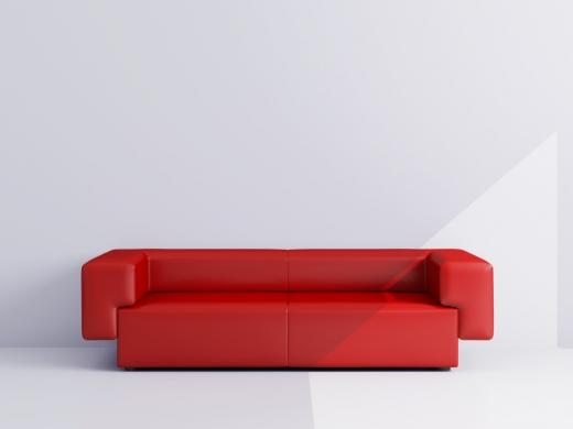 Egy piros modern kanapé.