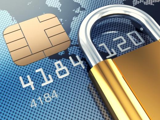 Egy kék bankkártyán egy aranyszínű lakat.
