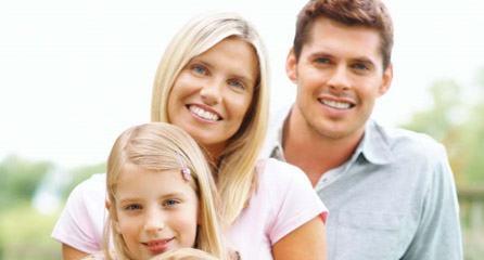 Egy család: apuka, anyuka és a kislány