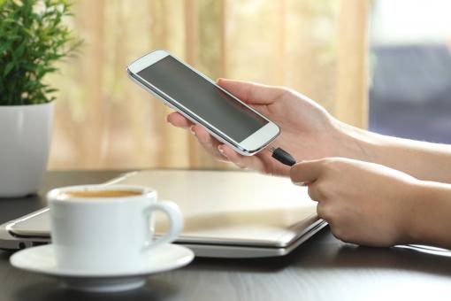 Mobiltelefon csatlakoztatása