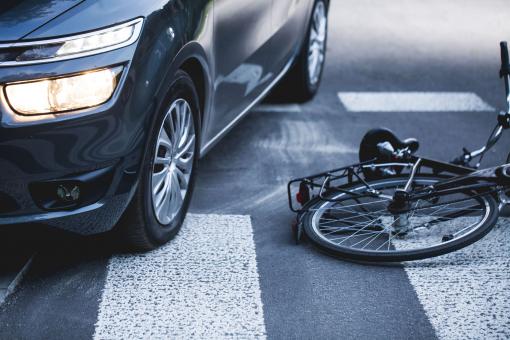 Autó és kerékpár baleset