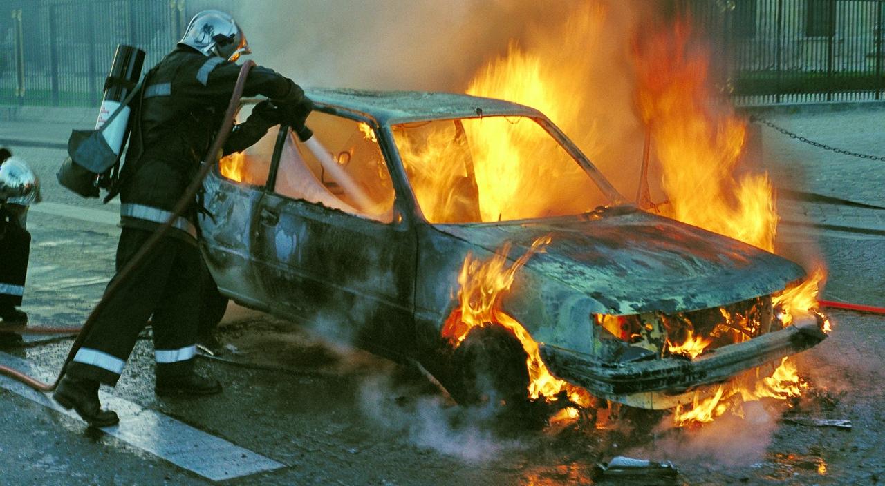 baleset, tűz, autó, biztosító, kigyulladt