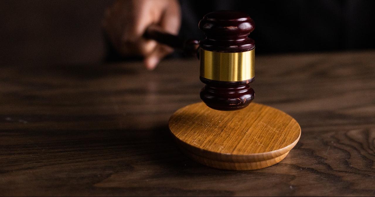 ügyész, bíró, ügyészség, bíróság, büntetőeljárás, vádlott, vád, jogász, ítélet, igazságszolgáltatás